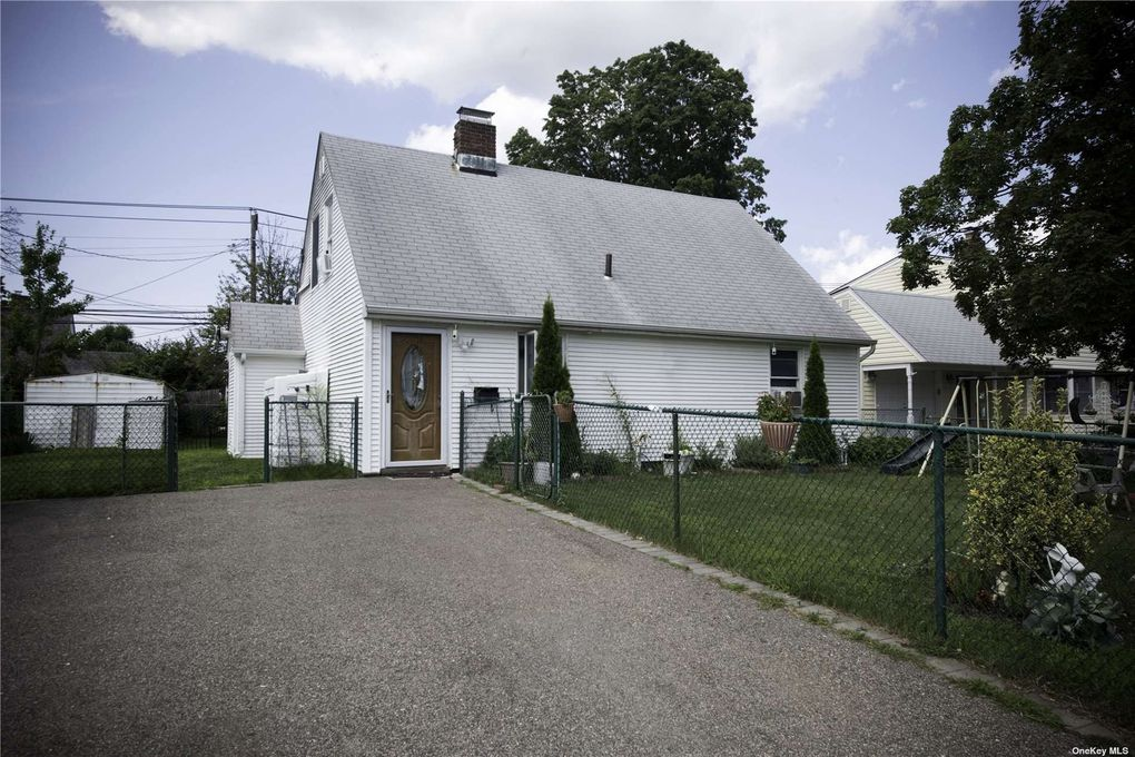 45 Blacksmith Rd Levittown, NY 11756