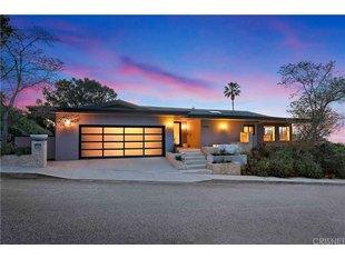 <div>14555 Deervale Pl</div><div>Sherman Oaks, California 91403</div>
