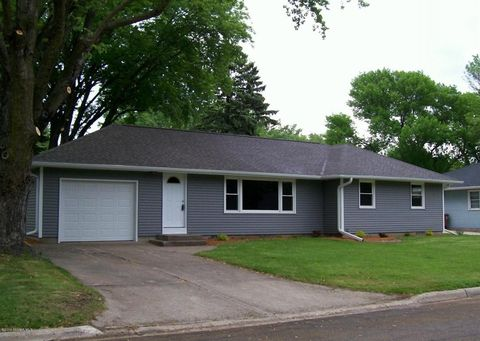 311 Fairview Dr, Albert Lea, MN 56007