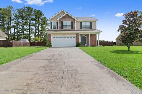 201 Maidstone Dr, Richlands, NC 28574