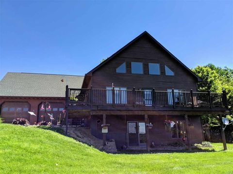 Photo of 407 Lois Ln, Harpers Ferry, IA 52146