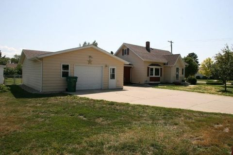 48 4th Ave Nw, Garrison, ND 58540