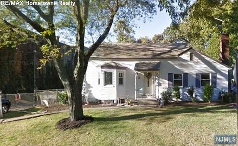 72 Lake Ave, Midland Park, NJ 07432