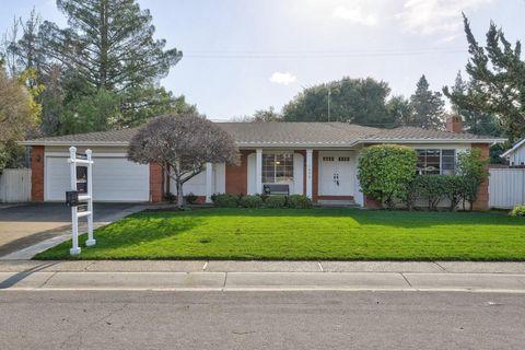 1032 Dartmouth Ln, Los Altos, CA 94024