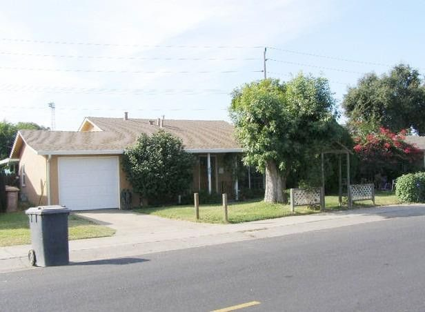 537 Calaveras St Lodi, CA 95240