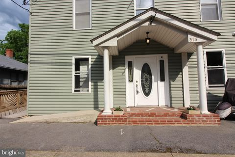 Photo of 313 S Main St Apt 4, Woodstock, VA 22664