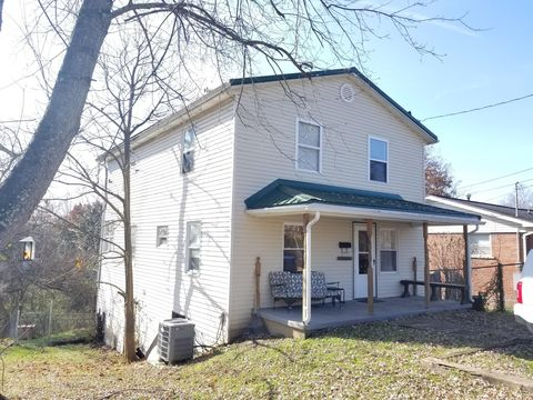 204 Country Club Rd, Oak Hill, WV 25901