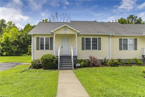 Photo of 701 Apple St, Gibsonville, NC 27249