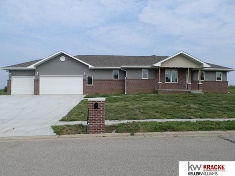 Photo of 712 S 25th St, Beatrice, NE 68310