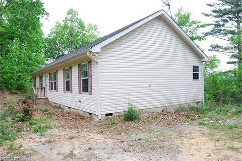 308 Mountain Valley Cemetery Rd, Zirconia, NC 28790