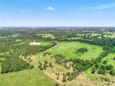 1085 County Road 143, Lincoln, TX 78948
