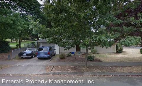 Photo of 576 64th St, Springfield, OR 97478