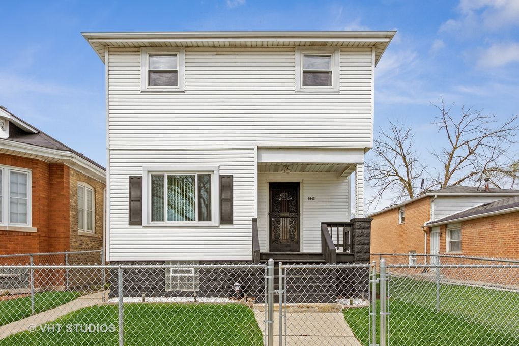 9942 S State St Chicago, IL 60628