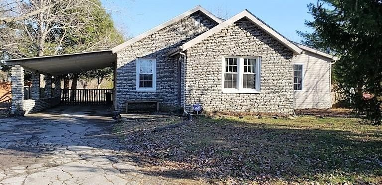 222 Old Wallaceton Rd Berea, KY 40403