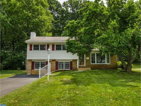 7 Sandy Dr, Yardley, PA 19067
