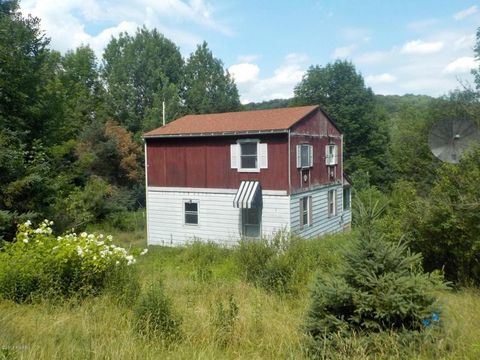 649 Creek Dr, Prompton, PA 18456