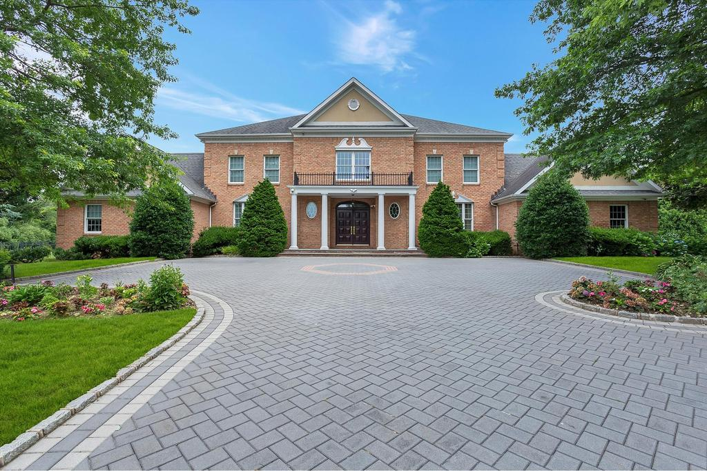 House view featured at 2 Filasky Ct, Upper Brookville, NY 11545