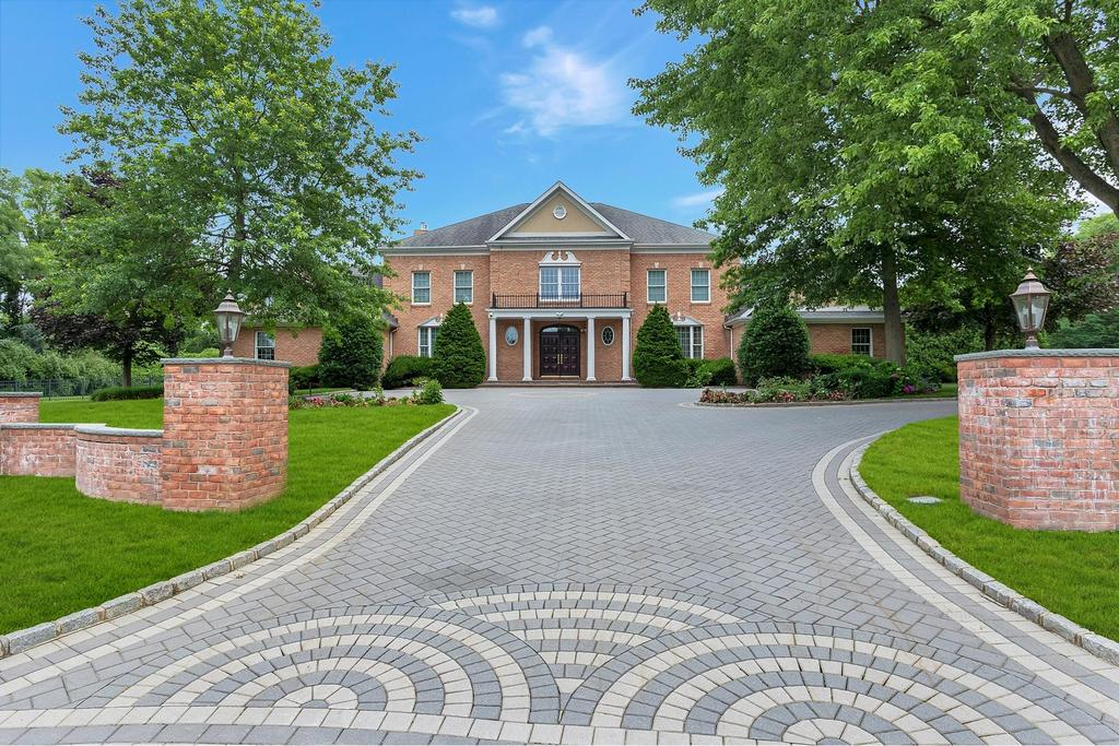 Road view featured at 2 Filasky Ct, Upper Brookville, NY 11545