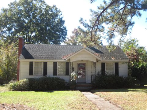 Photo of 304 W 10th St, Scotland Neck, NC 27874