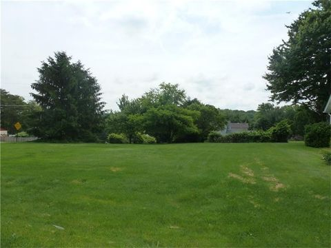 Charlton Heights Rd, Moon Crescent Township, PA 15108