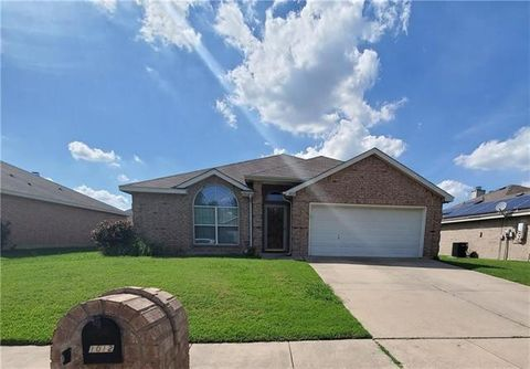 Photo of 1012 Tyler James Dr, Burleson, TX 76028