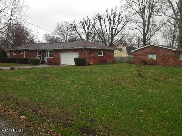 110 S 8th St Benton, IL 62812