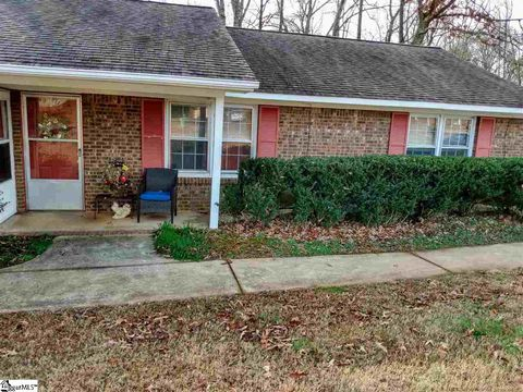 Photo of 103 Colebrook Ct Unit B, Boiling Springs, SC 29316