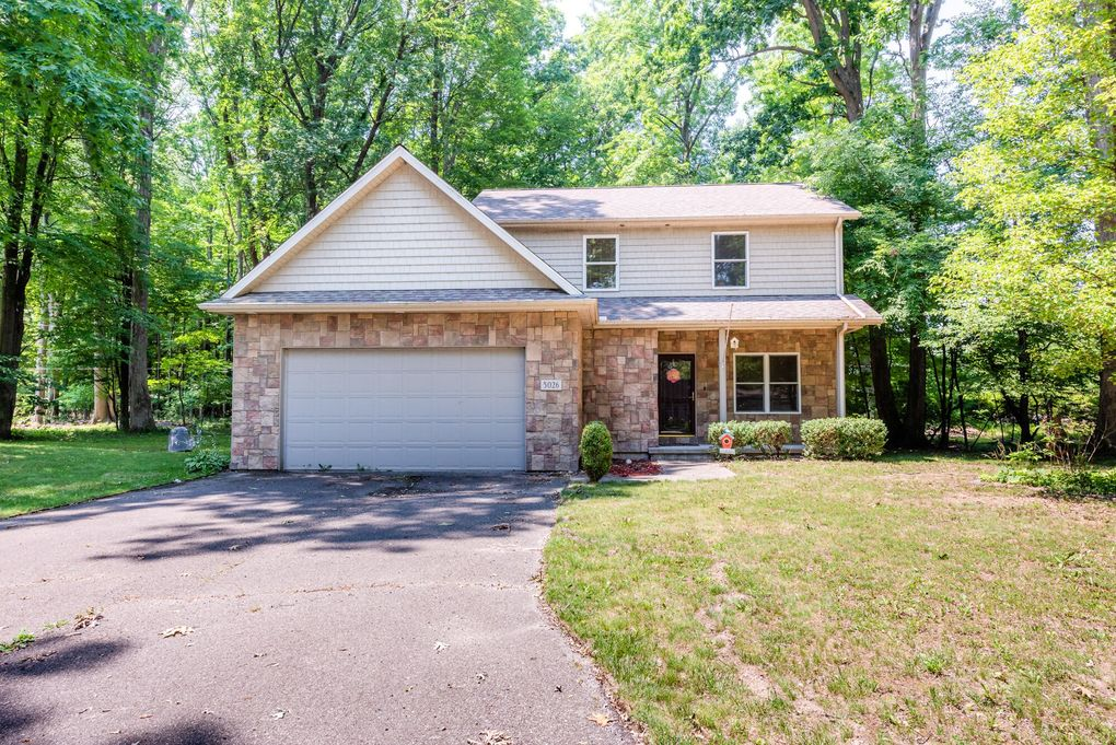5026 Weatherford Dr Coloma, MI 49038