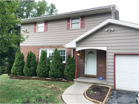 8003 Mountain View Dr, East Allen Township, PA 18067