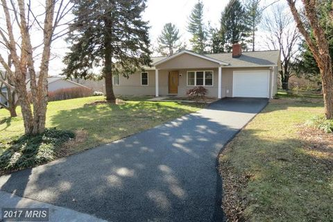 810 Wisteria Dr, Westminster, MD 21157