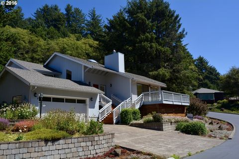 206 Sea Crest Way, Otter Rock, OR 97369