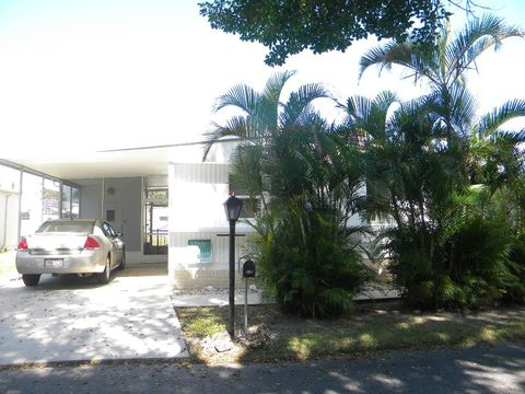 12520 Poinciana Dr, Fort Myers, FL 33908