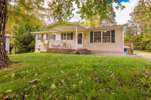 773 Meadowbrook Rd, Morgantown, WV 26505