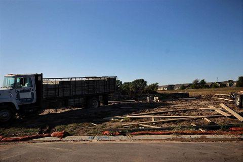 Photo of 1713 N Thoroughbred Cir, Wichita, KS 67235