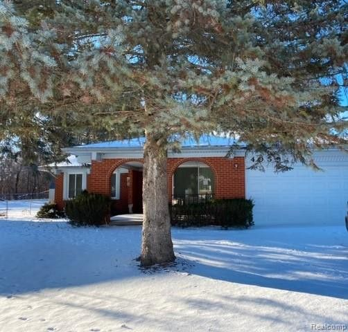 4059 Ironside Dr Waterford, MI 48329