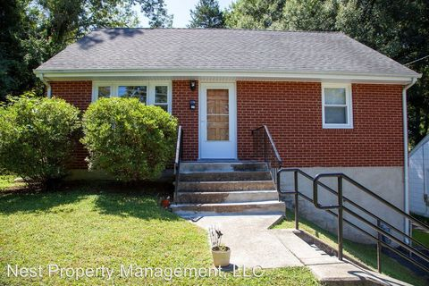 Photo of 1104 Forest Hills Ave, Charlottesville, VA 22903