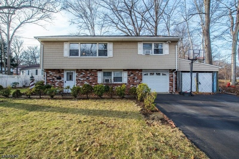 15 Sussex Rd Parsippany Troy Hills Township, NJ 07054