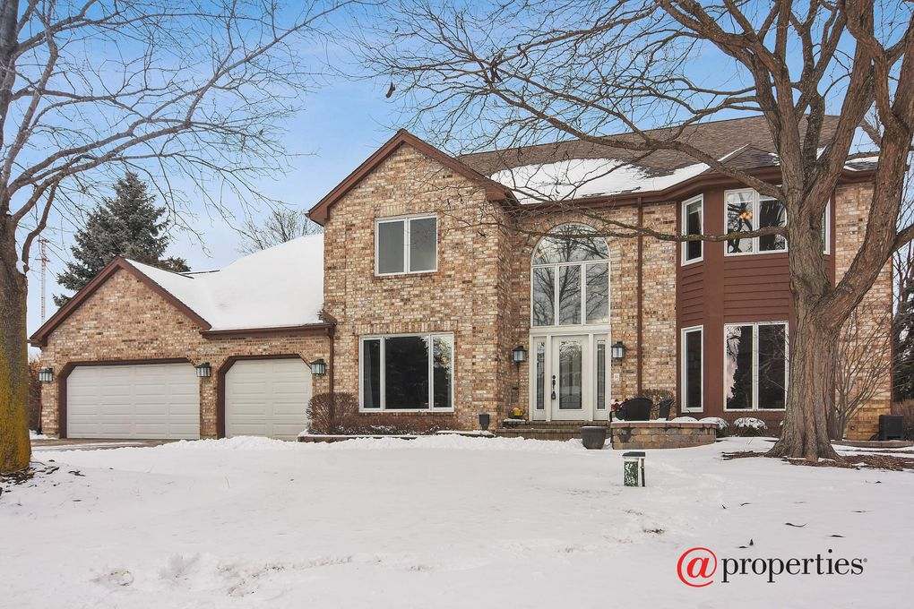 5 Whitman Ter, Hawthorn Woods, IL 60047