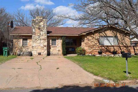 Photo of 902 W Cornelia Ave, Iowa Park, TX 76367