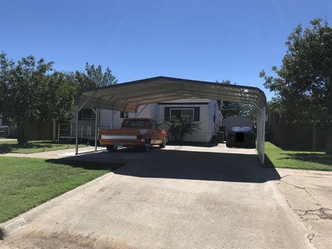 210 11th St, Levelland, TX 79336