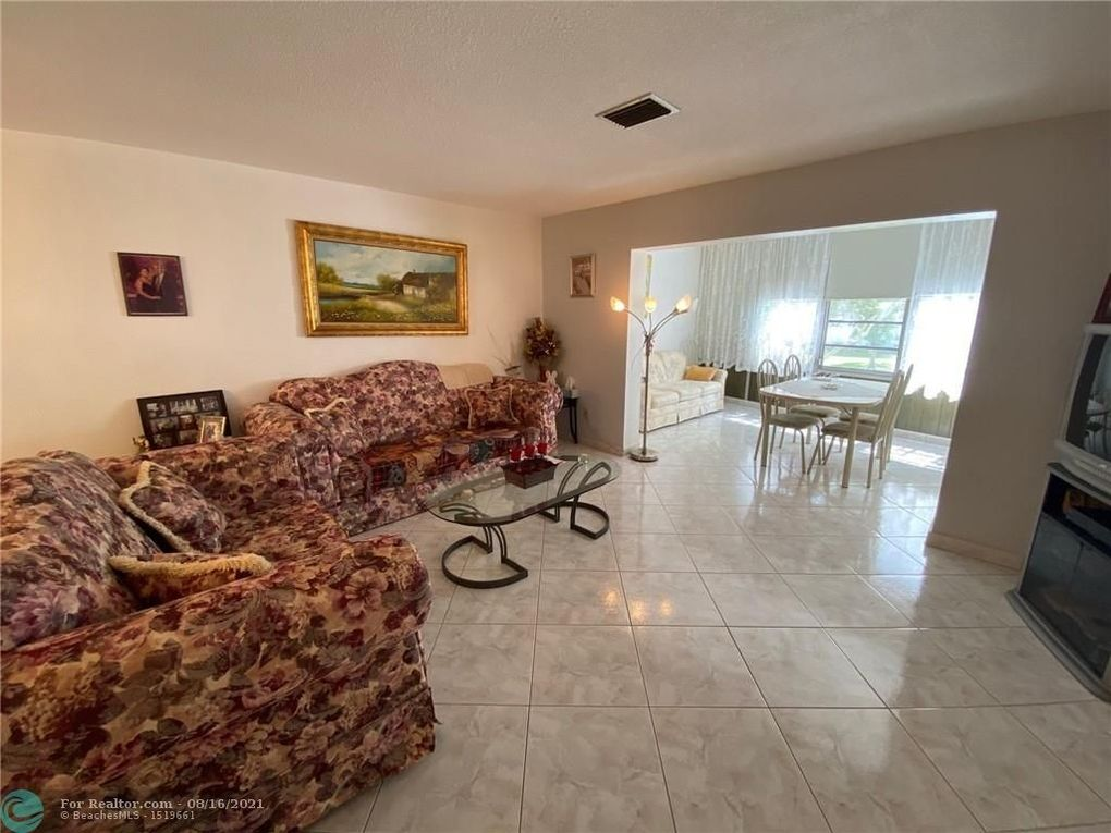 4401 NW 41st St Apt 201 Lauderdale Lakes, FL 33319