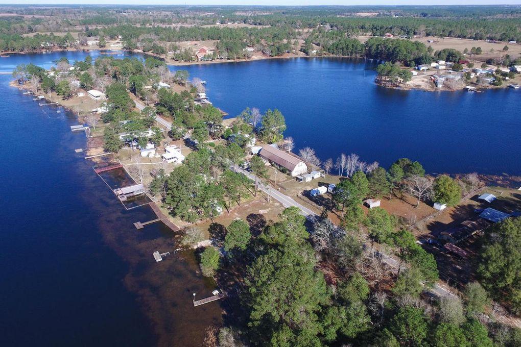 622 Paradise Island Dr, Defuniak Springs, FL 32433