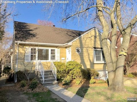 Photo of 35 E Bayview Ave, Englewood Cliffs, NJ 07632