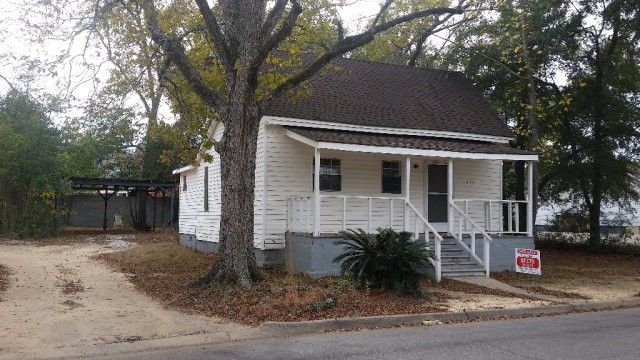 210 Holland St, Headland, AL 36345