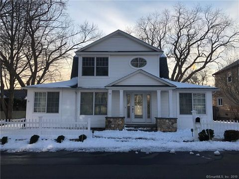 Photo of 9 Blake Ave, Clinton, CT 06413