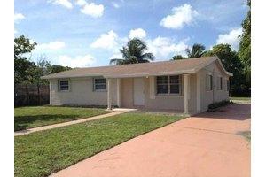 Crystal Lake Apartments 2545 Nw 207th St Miami Gardens Fl 33056