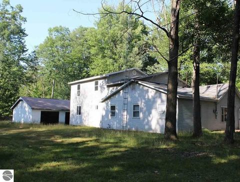 401 Hoover Ave, Roscommon, MI 48653