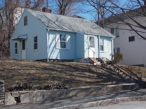 19 Ives St, Worcester, MA 01603