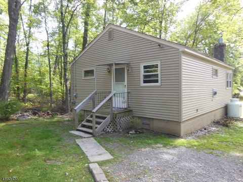 50 Bonning Rd, Frankford Township, NJ 07860