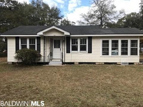 Photo of 111 Orange Ave E, Satsuma, AL 36572